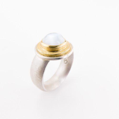 schmuckwerkstatt-freiburg-goldschmiede-ring-silber-mondstein-1